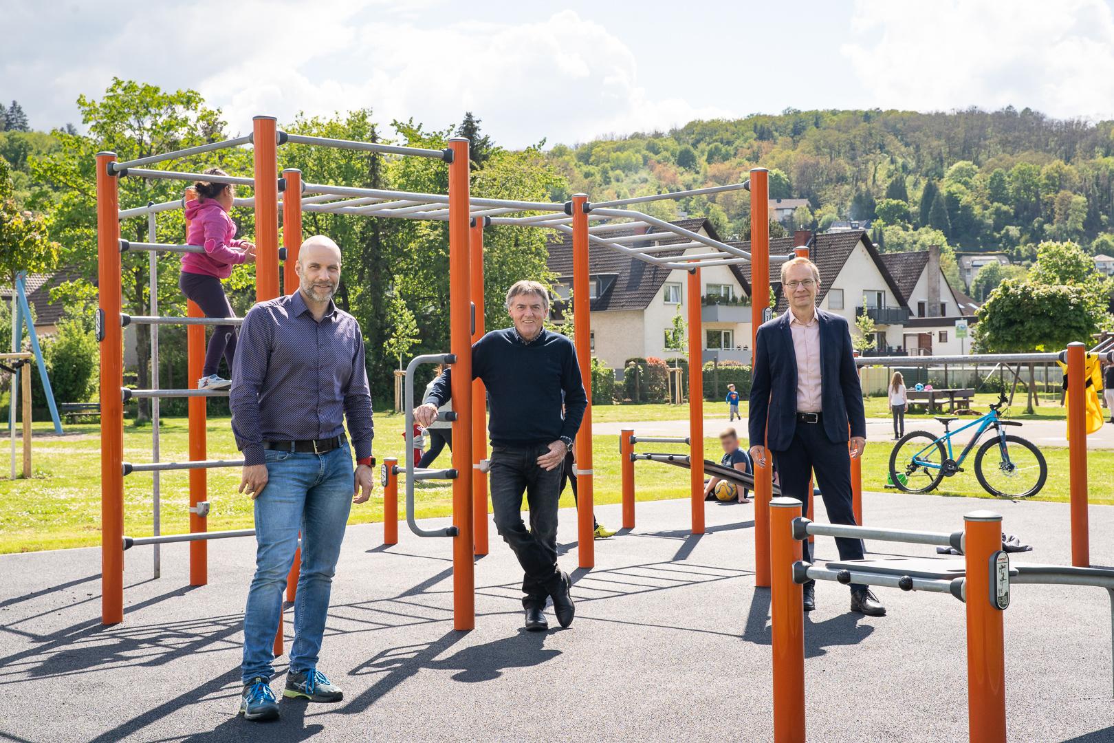Bürgermeister Andreas Geron und Ortsvorsteher Gunter Windheuser überzeugten sich mit Bauamtsleiter Marco Schreiner von der Vielfältigkeit der Anlage.